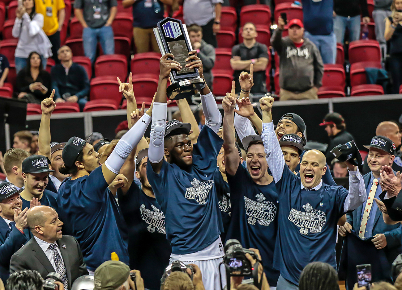 Team hoisting the Mountain West Championship Trophy